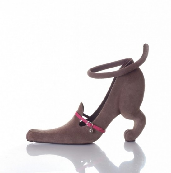 11-Hilarious-Shoes-That-Will-Make-Your-Day-010-550x556