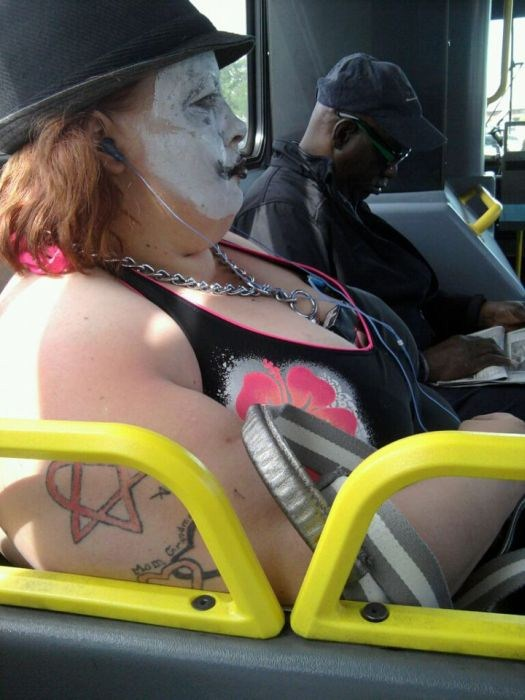 32-Strange-people-on-public-transport-001