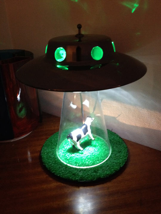 Cow getting abducted by aliens lamp