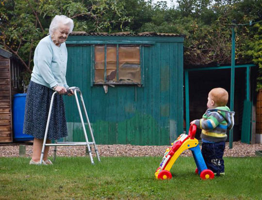 cool-photo-grandmother-kid-life-circle