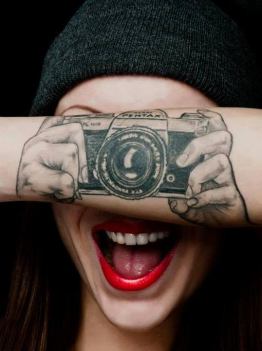 cool-tattoo-camera-artist-girl