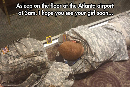 funny-airport-soldier-sleeping-girl-picture
