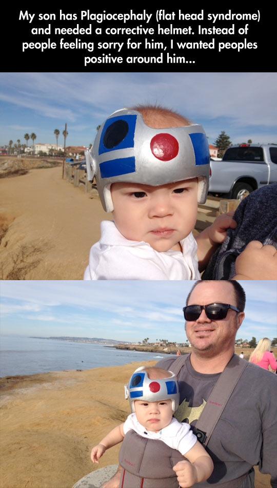 funny-baby-helmet-Star-Wars-beach-R2D2