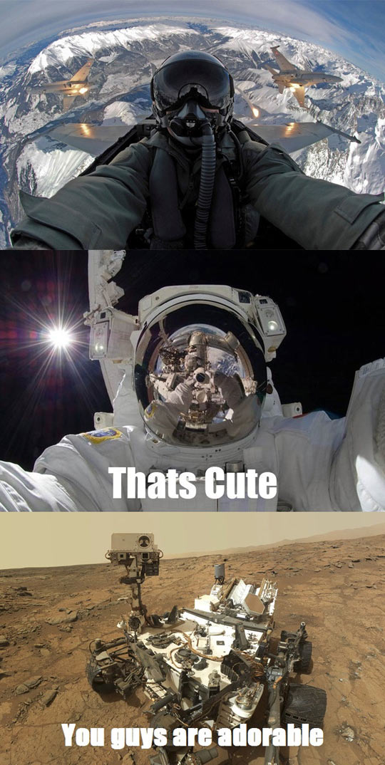 funny-extreme-flying-astronaut-curiosity-selfie