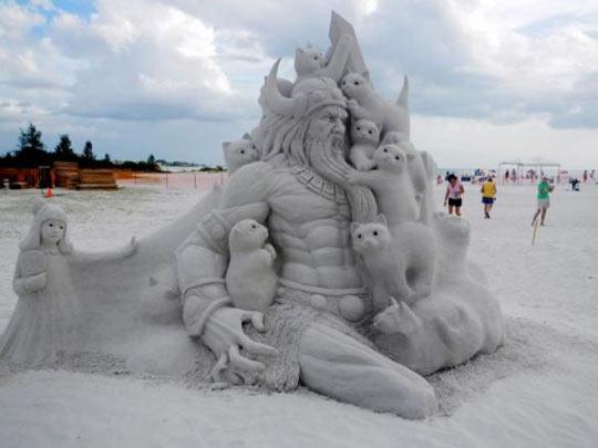 funny-ice-sculpture-cat-Viking