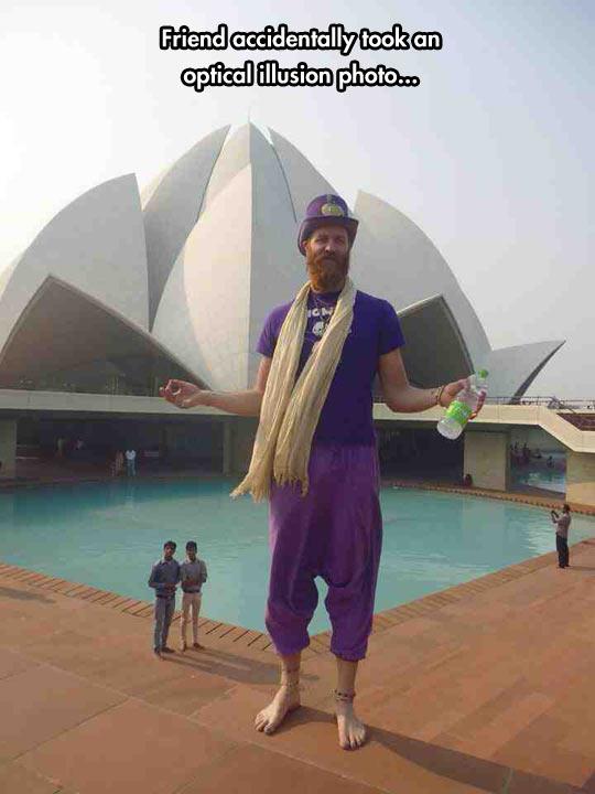 funny-optical-illusion-tall-Lotus-Temple-India