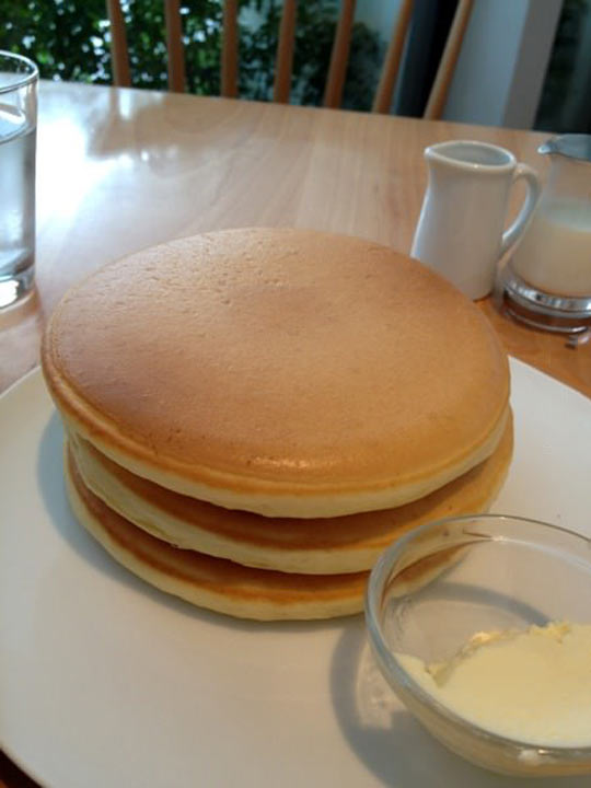 funny-pancakes-delicious-breakfast-kitchen