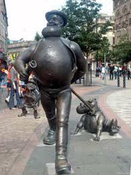 wtf-statues-fancy-walk