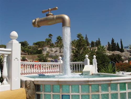 wtf-statues-faucet