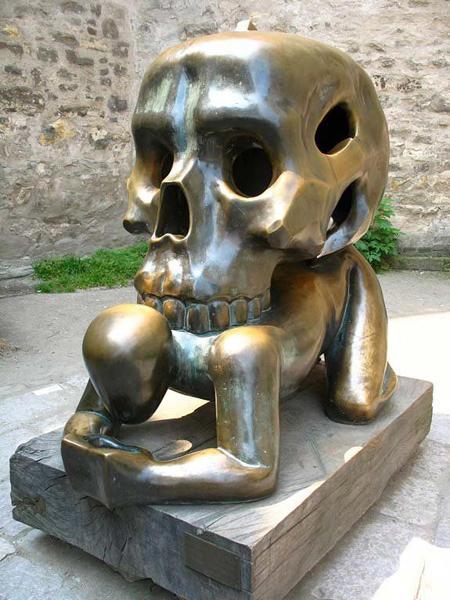 wtf-statues-skull-back