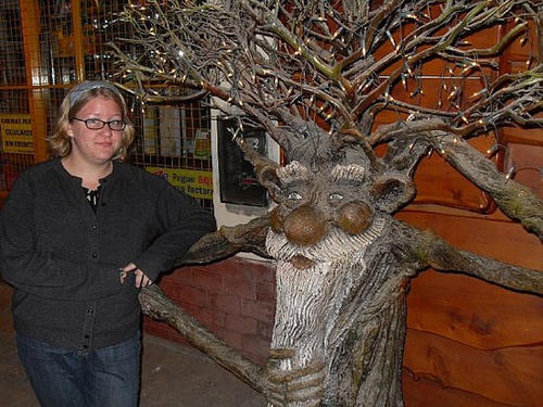 wtf-statues-tree-man