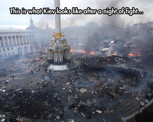 Kiev-plaza-after-fight-police-fire