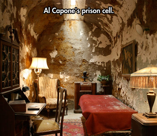 cool-Al-Capone-prison-cell-old