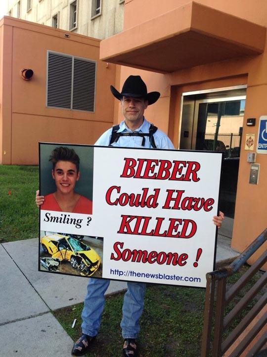 cool-Justin-Bieber-Miami-criminal-sign