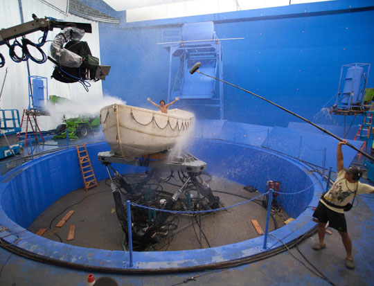 cool-Life-Pi-backstage-boat-simulation-water