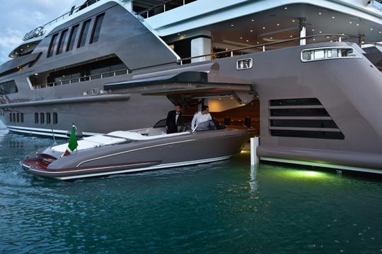 cool-luxurious-boat-garage-door