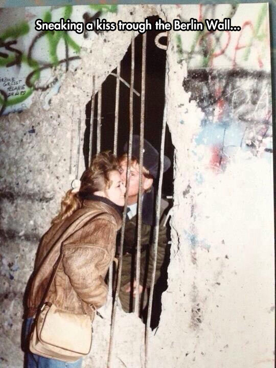 cute-kiss-Berlin-Wall-couple