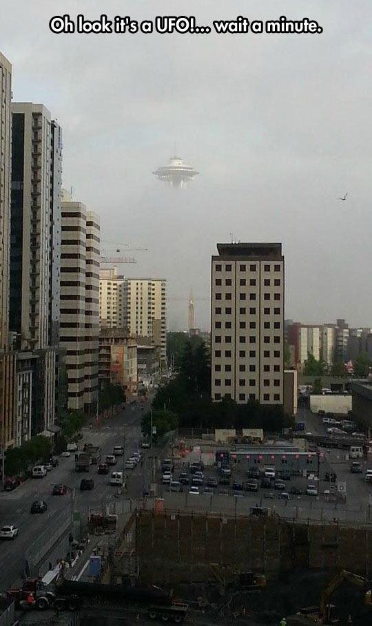 funny-UFO-city-cloud-floating