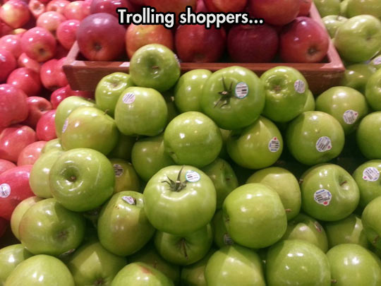 funny-apple-tomatoes-store-prank