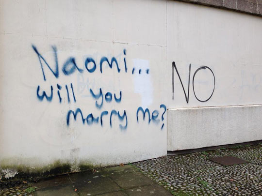 funny-marriage-proposal-graffiti-wall