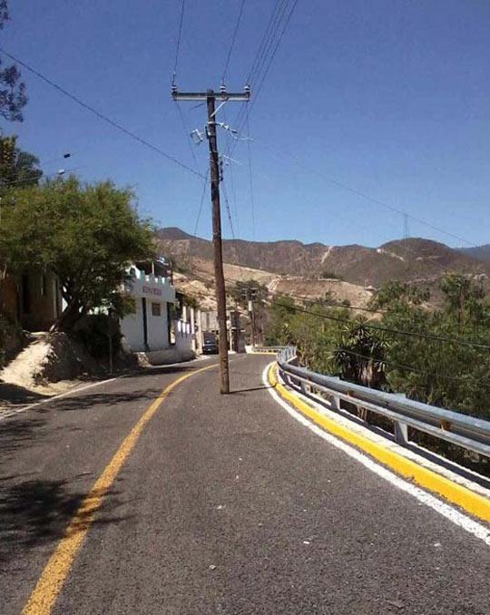 funny-post-street-road-nailed