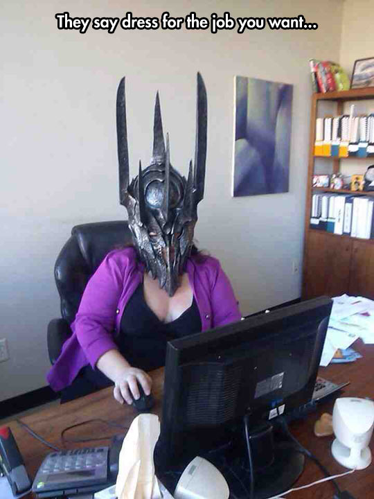funny-Lord-of-the-Rings-Sauron-mask-woman