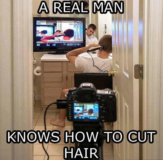 funny-guy-cutting-hair-mirrors-man