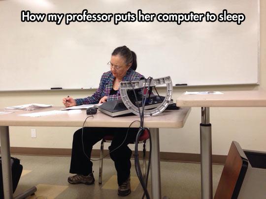 funny-teacher-computer-classroom-whiteboard-desk
