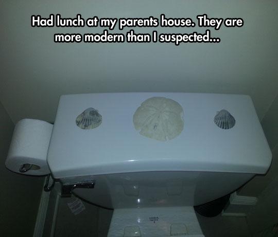 funny-three-shells-bathroom-toilet
