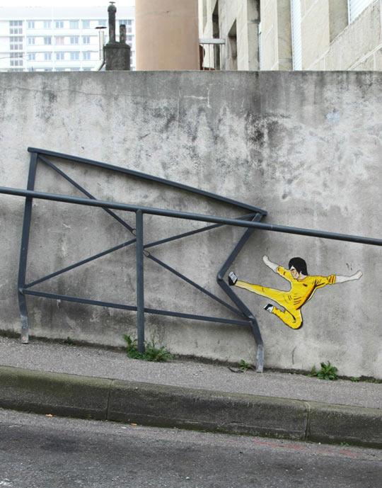 funny-Bruce-Lee-graffiti-kicking