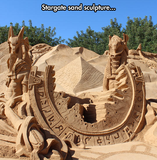 funny-Stargate-sand-sculpture-beach