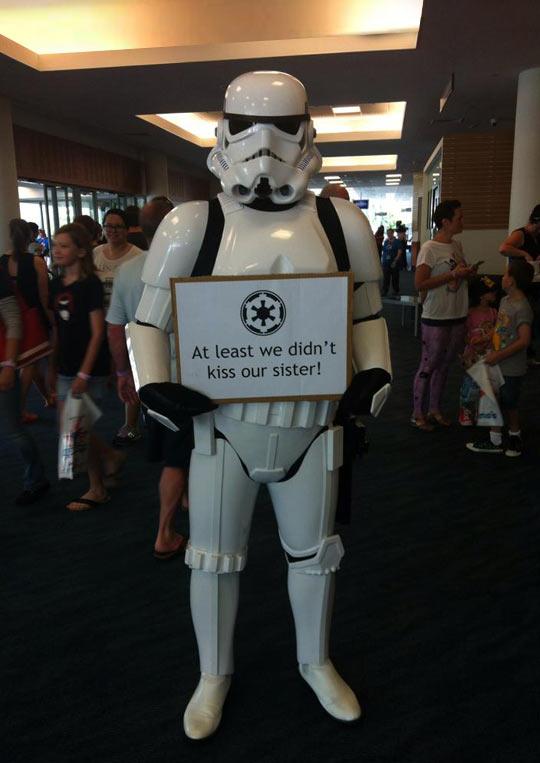 funny-Stormtrooper-kiss-sister-sign-response