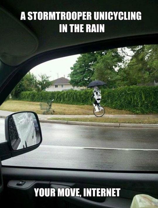 funny-Stormtrooper-unicycle-rain-umbrella