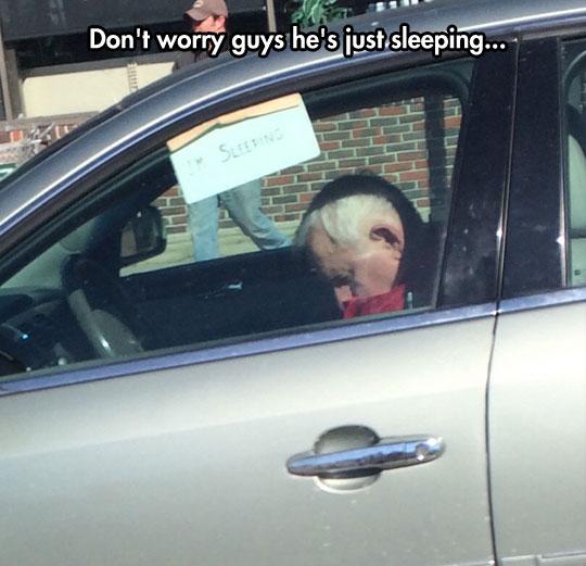 funny-car-sleeping-old-man-note