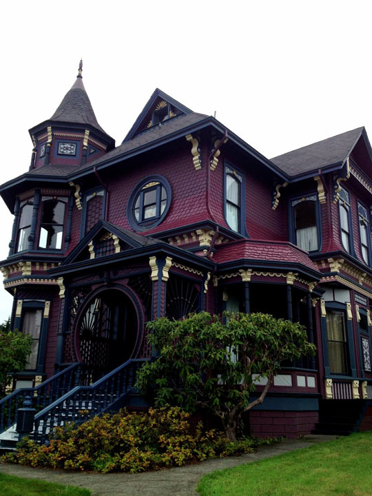 funny-old-house-red-scary-gorgeous
