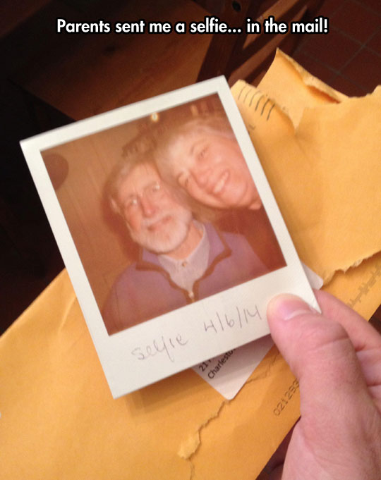 funny-parents-selfie-mail-Polaroid