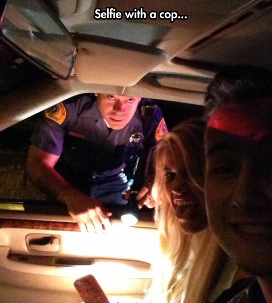 funny-selfie-police-officer-teenagers