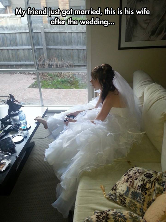 funny-wedding-girl-bride-playing-games