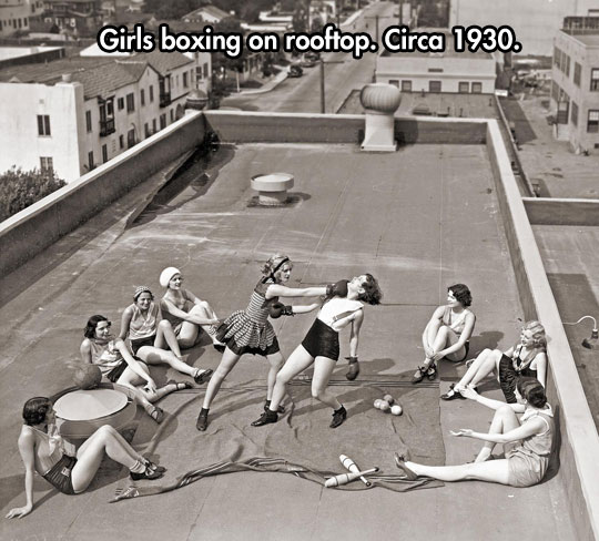 cool-girls-boxing-rooftop-gloves