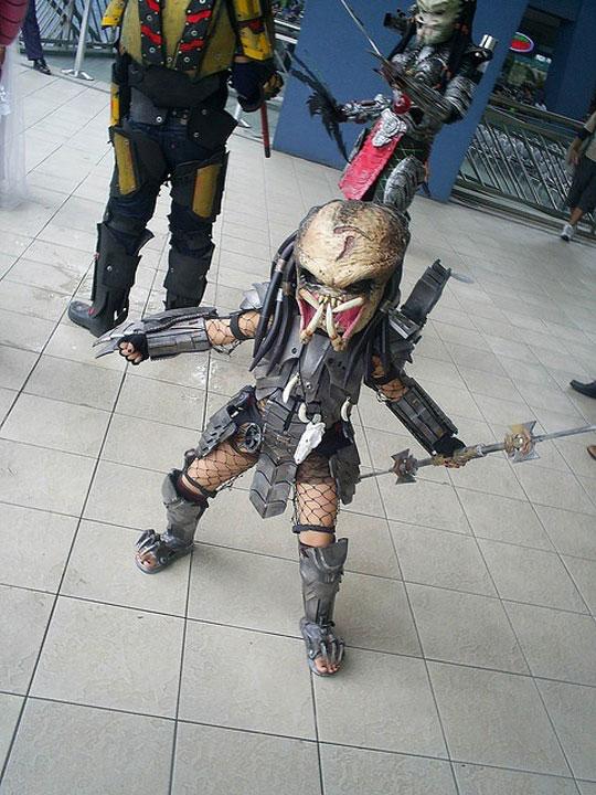 cool-kid-cosplay-Predator-mask