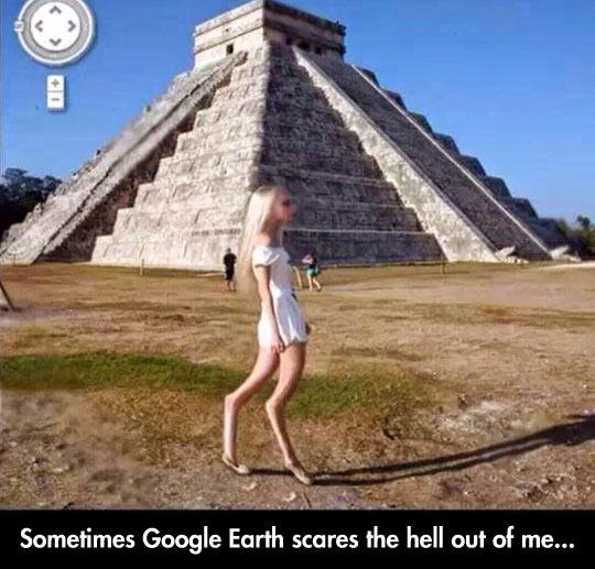 Alien At The Chichén Itzá