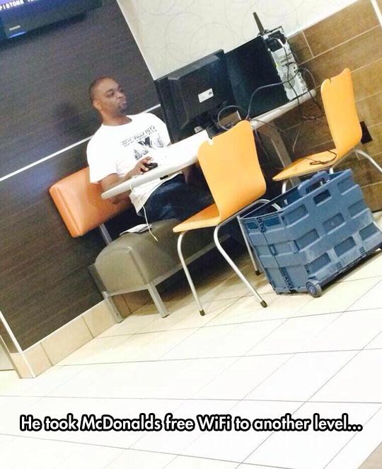 funny-McDonalds-WiFi-PC-free-man