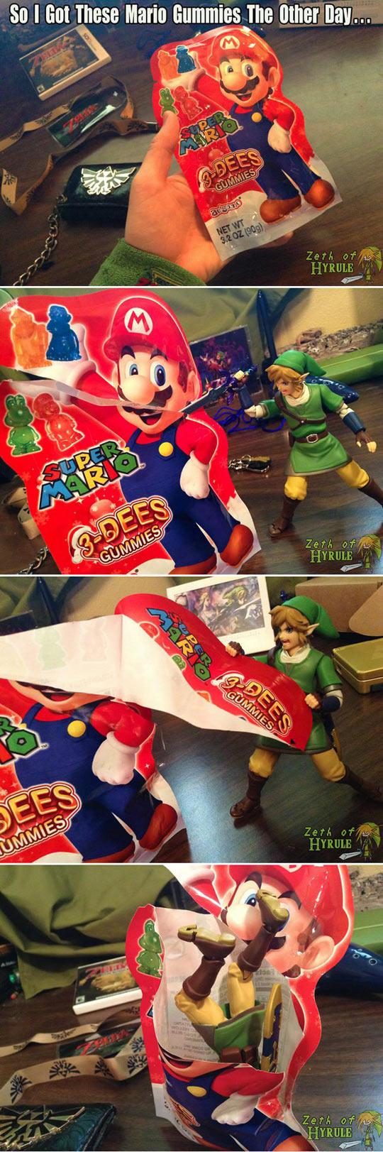 funny-Super-Mario-gummies-Link-eat