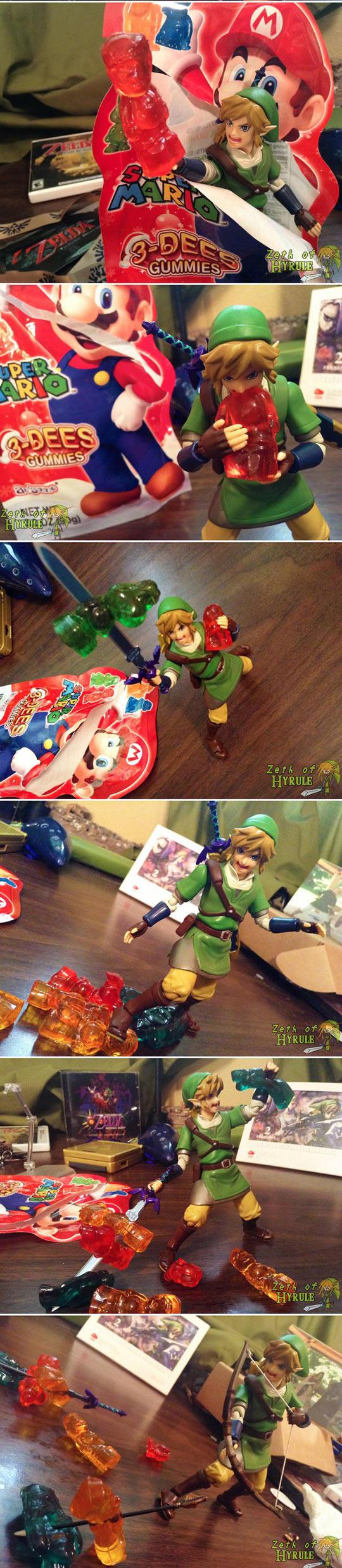funny-Super-Mario-gummies-Link-fight