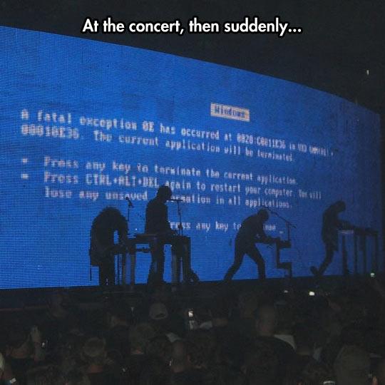 funny-concert-blue-death-screen