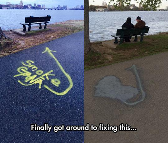 funny-couple-graffiti-heart-bench