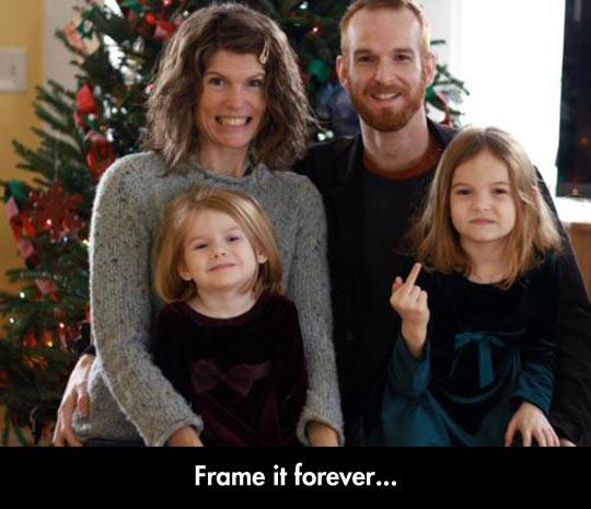 funny-family-photo-girl-finger