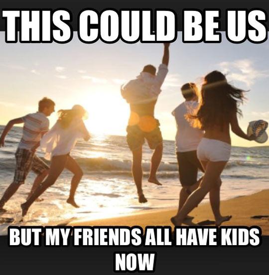 funny-friends-running-beach-happy