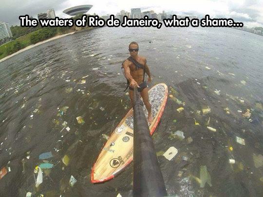 funny-ocean-Rio-Janeiro-trash