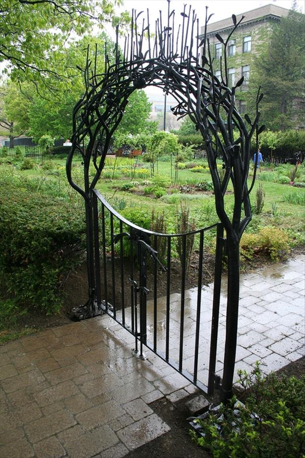 20 Totally Amazing Garden Gates